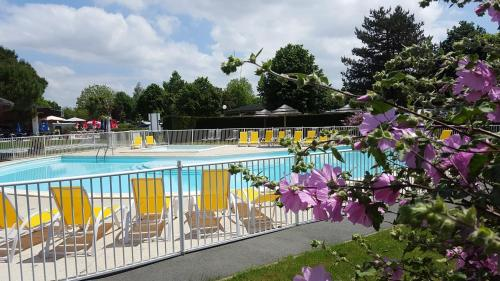 Hotel Pictures: Vacances yes We Camp Nauzan Plage, Vaux-sur-Mer