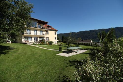 Hotelbilleder: Ferienwohnungen Kircher Villa Baudisch, Sattendorf