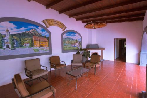 Hotel Pictures: Hotel Los Héroes, Nuevo Arenal