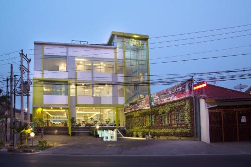 Alberghi sukabumi timur prenotazione albergo viamichelin for Balcony hotel sukabumi