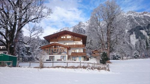 Hotellikuvia: Pension Hofweyer, Ramsau am Dachstein