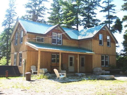 Hotel Pictures: 4 Bedroom Cottage on Manitoulin Island Next to Sand Beaches!, Providence Bay