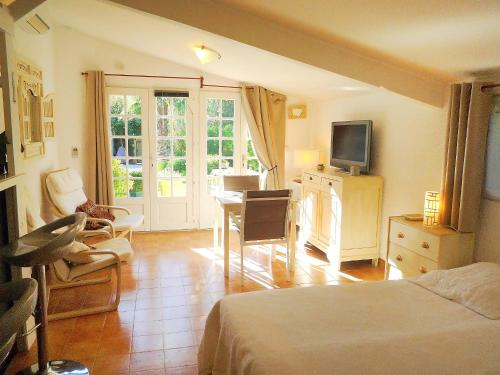 Hotel Pictures: Le Mimosa, Gassin