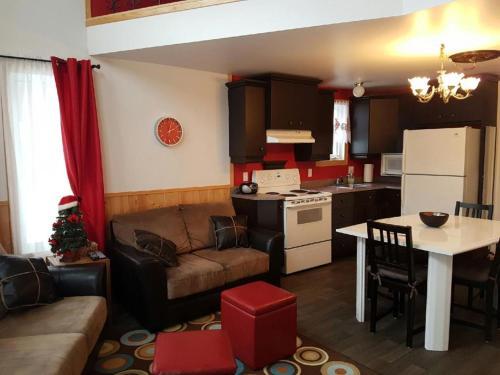 Hotel Pictures: , L'Anse-Saint-Jean