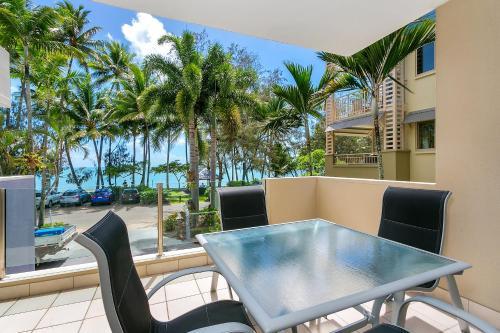 Фотографии отеля: Paringa Beachfront Apartment, Палм-Коув