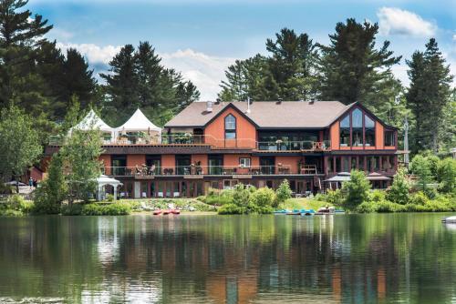 Hotel Pictures: Auberge Prema Shanti, Val-David