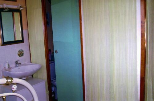 Hotel Pictures: Chambre chez Corinne, Fourneville