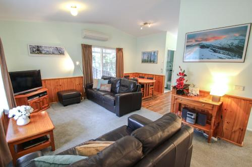Hotel Pictures: Silver Birches Holiday Unit 3, Bright