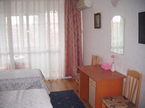 Foto Hotel: Apartment and Guest Rooms Limextour, Pomorie