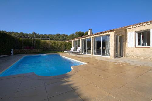 Hotel Pictures: Luckey Homes Apartments - Résidence Plein Soleil, Peyrolles-en-Provence