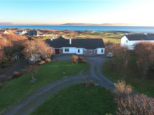 Direct Seaview. Perfect for Groups- 5 Km to Galway