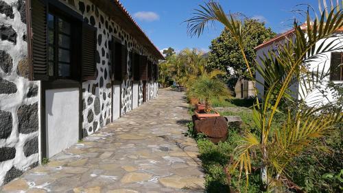 Hotel Pictures: Los Abuelos, Tijarafe