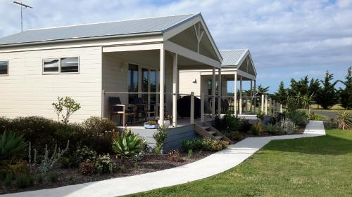 Hotel Pictures: Bass Coast Country Cottages, Bass