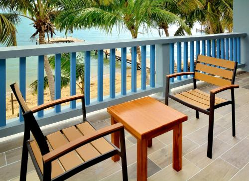 Hotel Pictures: Parrot Cove Lodge, Hopkins