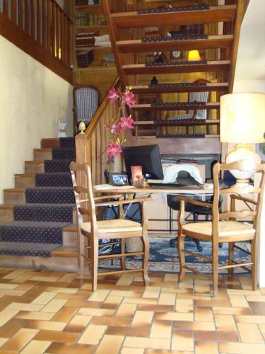 Hotel Saint Jean De Thurigneux