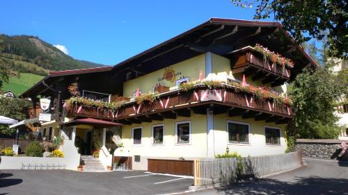 酒店图片: Hotel Dorfgasthof Schlösslstube***, 斯塔费顿