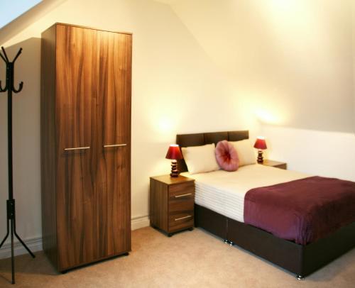 Hotel Pictures: Cedar Crescent, Watford