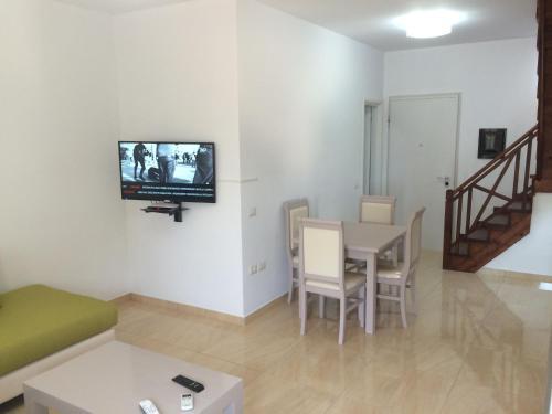 ホテル写真: Apartment Sea Side, Dhërmi