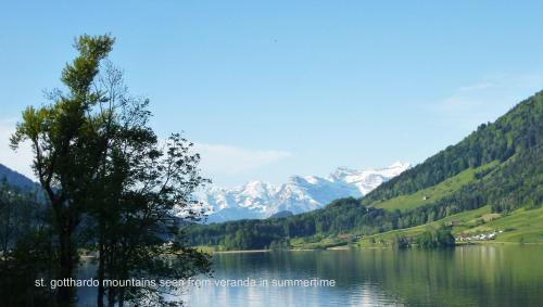 Hotel Pictures: Chalet Helvetia, Oberägeri