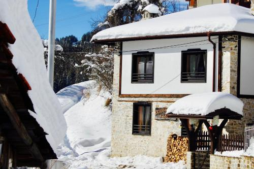 Hotel Pictures: Kutsinska House, Progled