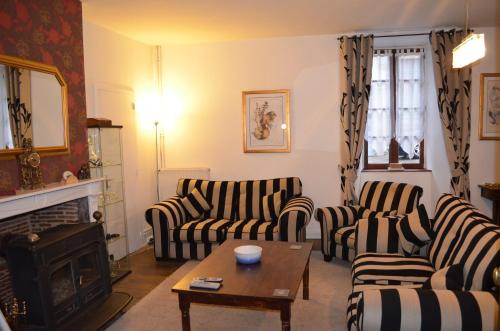 Hotel Pictures: The Old Coaching Inn, Rochechouart