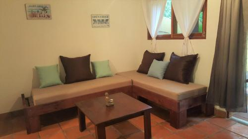 Hotel Pictures: Coco by Buddha Apartments, Santa Teresa
