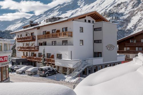 Hotel Pictures: Hotel Mathiesn, Obergurgl