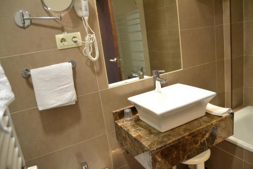 Hotel Pictures: Hotel Apartamentos Don Juan I, Alcalá de Henares