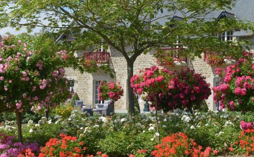 Hotel Pictures: Hôtel Auberge de la Motte Jean, Saint-Coulomb