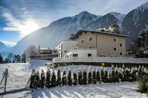 Hotelbilleder: Landhaus Ambachhof, Oetz