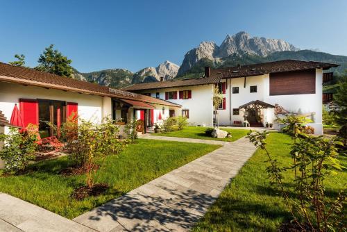 Hotel Pictures: Bayern Resort Hotel, Grainau