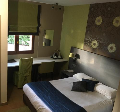Hotel Pictures: Le Mistral - Montélimar Sud, Châteauneuf-du-Rhône