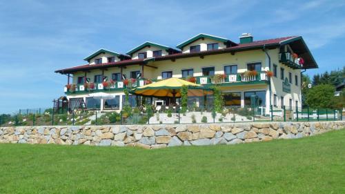 Hotellikuvia: Landgasthof Entenwirt, Tarsdorf