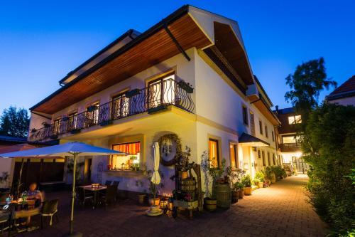 Fotografie hotelů: Pension Julia - Haus Elisabeth - Weinhof Lang-Wallner, Mörbisch am See