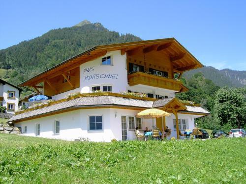 Hotelbilleder: Haus Muntschnei, Sankt Gallenkirch