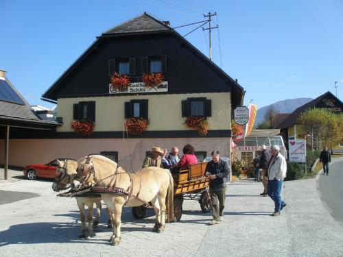 Hotel Pictures: Radgasthof Schütz - Restaurant Camping Wellness, Ferlach