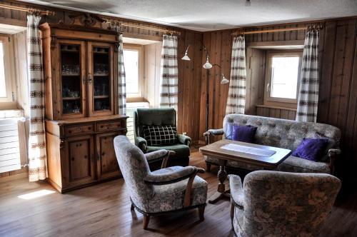 Hotel Pictures: Tgiesa Marioschla, Alvaneu-Dorf, Alvaneu