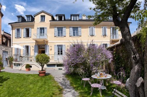 Hotel Pictures: Chambres d'hôtes Le Pigeonnier, Embrun