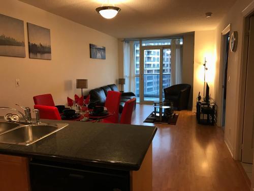 Hotel Pictures: Royal Stays Furnished Apartments - Markham, Markham