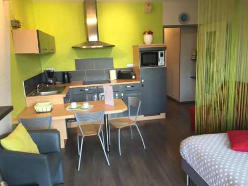Hotel Pictures: , La Rochelle