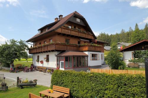 Hotellikuvia: Pension Waldesruh/Halseralm, Pichl