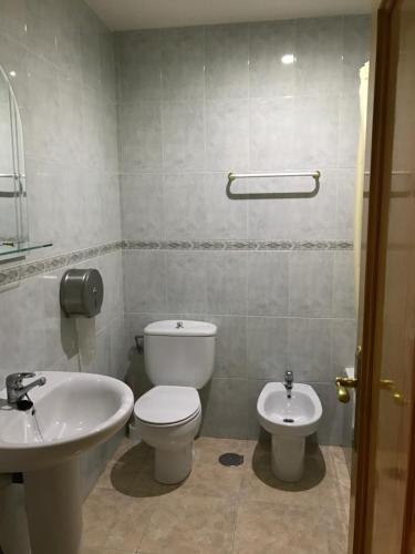 Hotel Pictures: Hostal Roman, Sevilleja de la Jara
