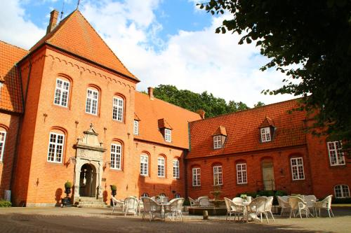 Hotel Pictures: Sophiendal Manor, Låsby