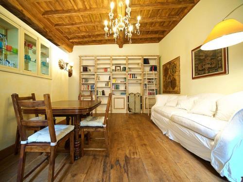 אזור ישיבה ב-Charming Trastevere Apartment