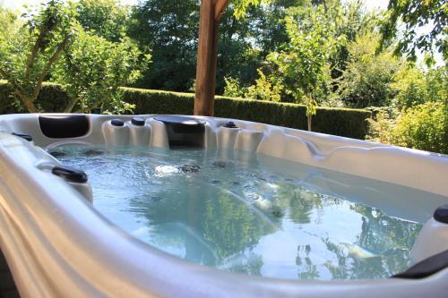 Hotel Pictures: Chambres d'Hotes Le Quartier, Noyal-sous-Bazouges