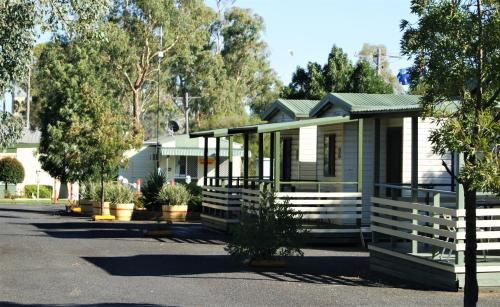 Hotel Pictures: Junee Tourist Park, Junee