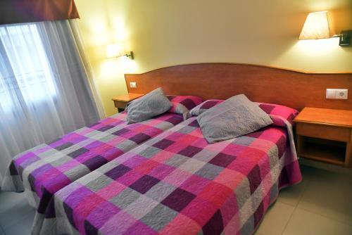 Hotel Pictures: Apartamentos El Velero, Montalvo