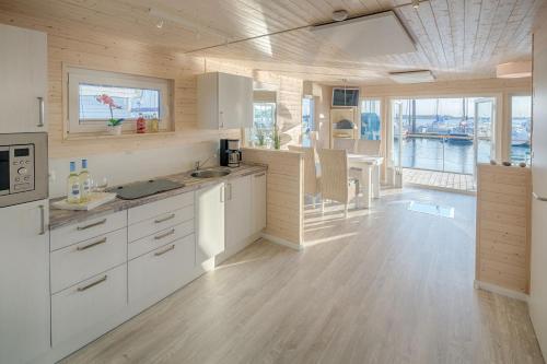 Hotel Pictures: Ostsee Hausboot Swantje, Heiligenhafen