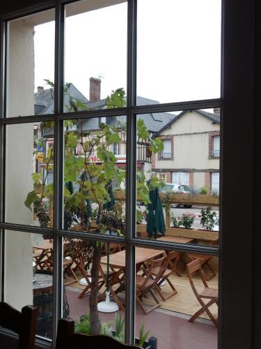 Hotel Pictures: , La Ferté-Frênel