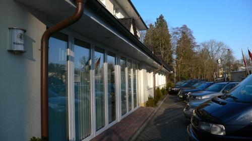 Hotel Pictures: Schlosspark-Hotel Hof von Oldenburg, Rastede